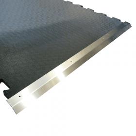 tappeto in gomma per stalla con profilo in acciaio inox